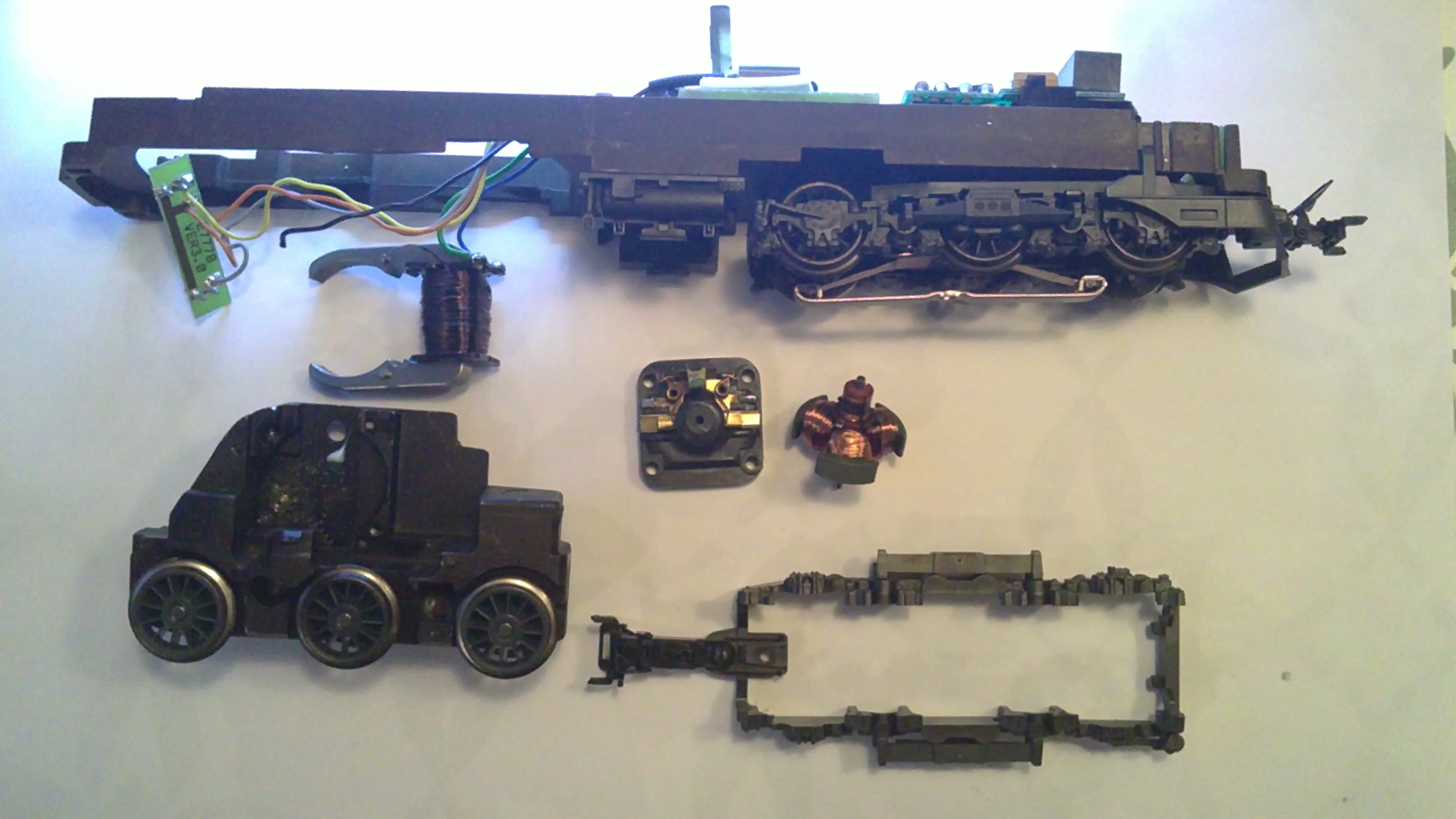 Mrklin 3338 Peters Model Train Page Wire Harness Magnets All Motorparts Now Removed From The Truck Magnet And Pc Bord For Light Bulbs Are Still Connected To